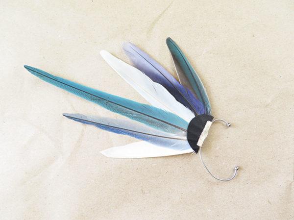 ear-cuff-plume-naturelle-bleu