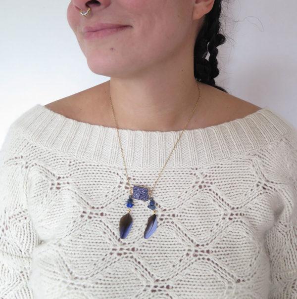 bijoux-en-plume-naturelle-sautoir-pierre-semies-precieuses