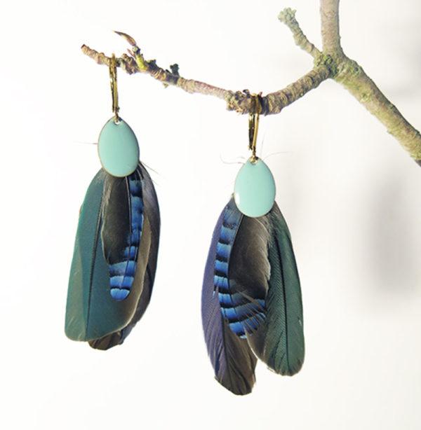 boucle-d'oreille-plume-naturelle-bleue