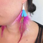 boucle-d'oreille-plume-naturelle-rose