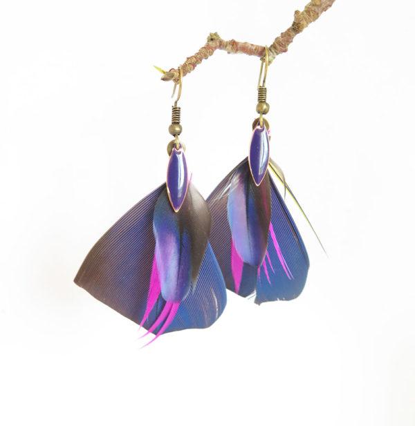 boucle-d'oreille-plume-naturelle-violet