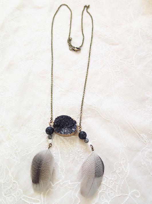 collier-plume-naturelle-pierre-noir