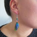 petite-boucle-d'oreille-plume-bleu-mineraux-