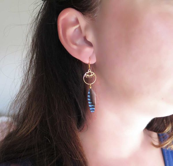 boucle-d'oreille-oeil-plume-naturelle-chic